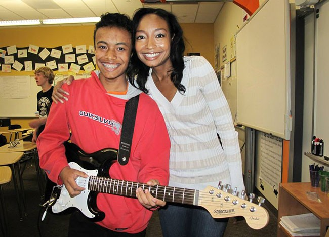 malina-moye-with-boy-and-guitar